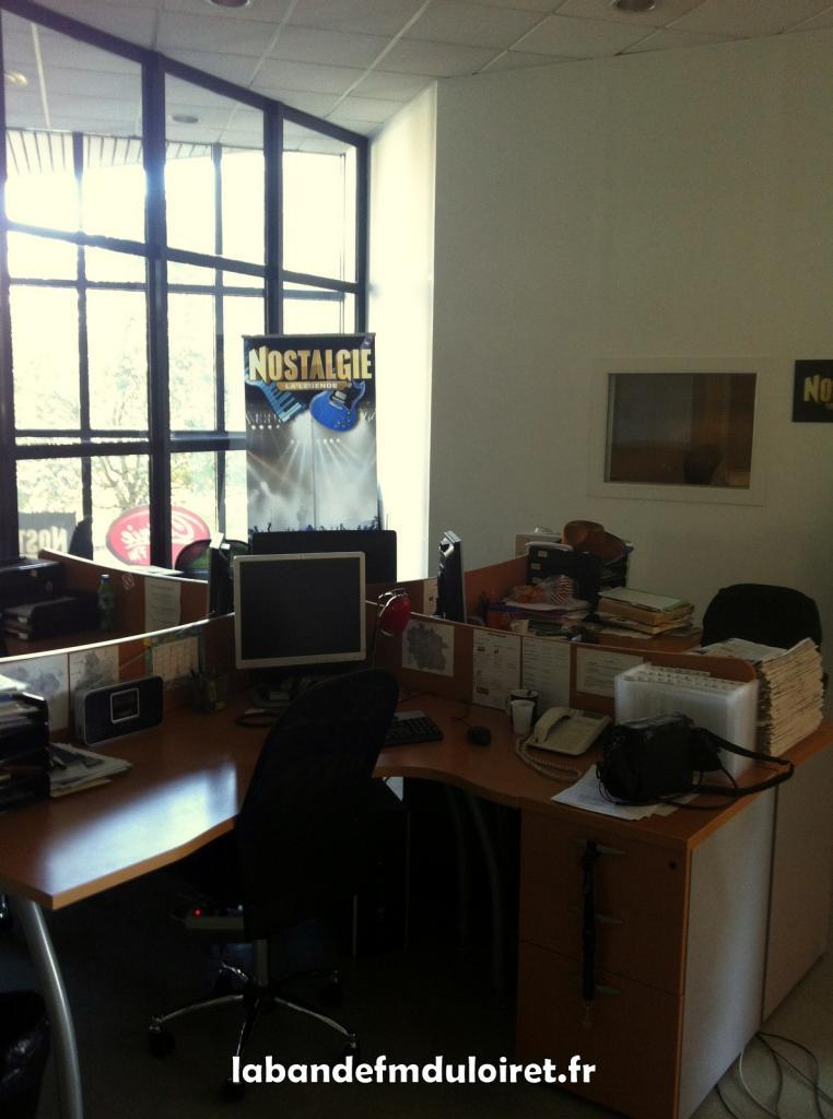 les bureaux des journalistes de Nostalgie et NRJ