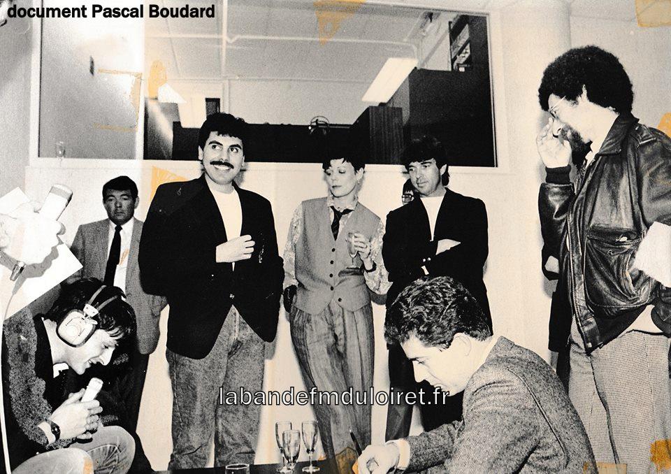 1 avril 1985, aniversaire avec Pascal Foucault (micro) et des stars