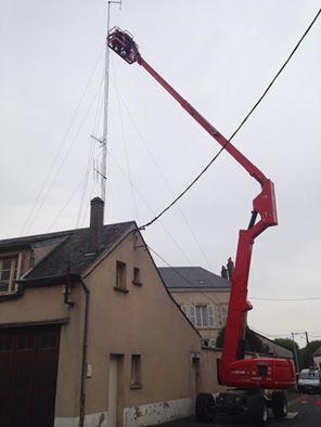 démontage de l' antenne des anciens studios. Avril 2015