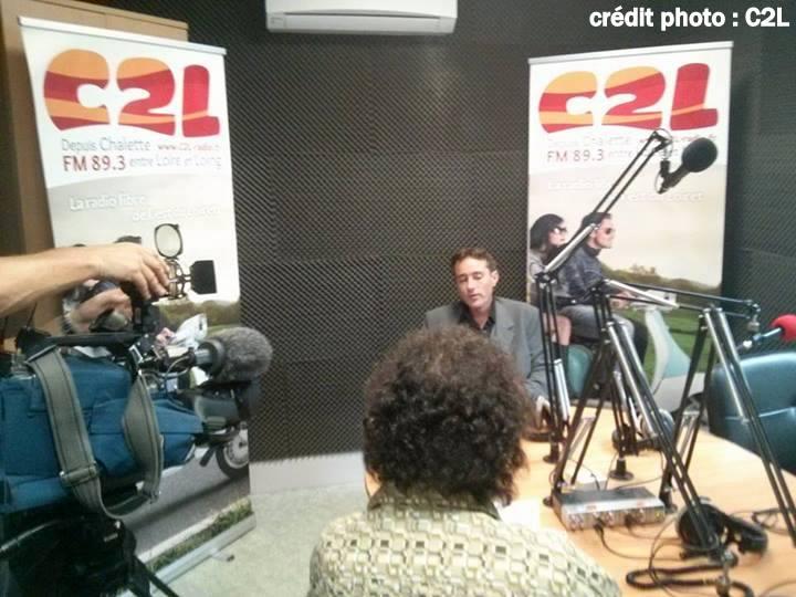 le président sous les caméras de France 3 pour le changement de nom