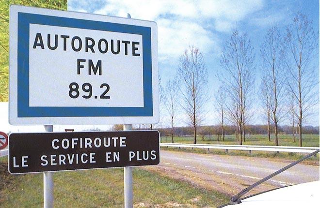 Panneau routier informant de la radio, fin 1988