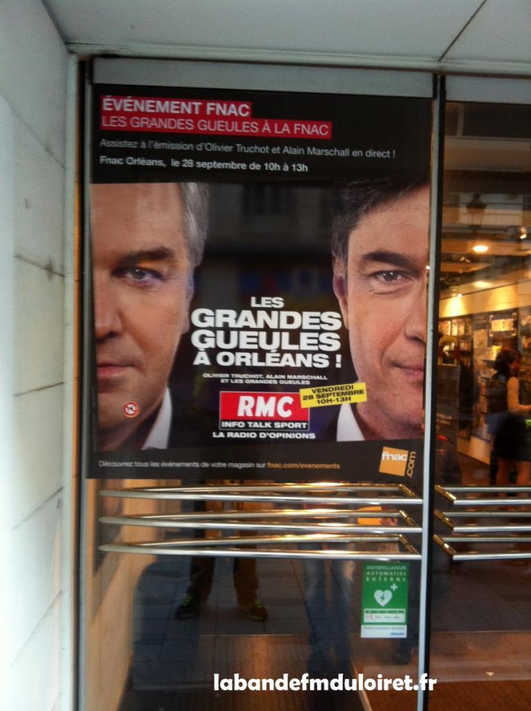 l'entrée de la FNAC affiche la venue de RMC !