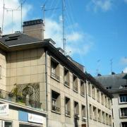 l'immeuble du groupe et les antennes