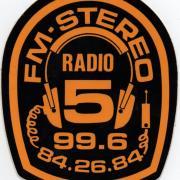 autocollant avec le célèbre logo