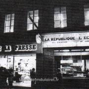 les premiers locaux, place de la république