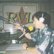 l'animateur Martial au micro...(avec le logo des années 90)