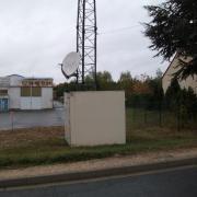 Site Towercast Amilly, rue du Chesnoy (local technique et parabole)
