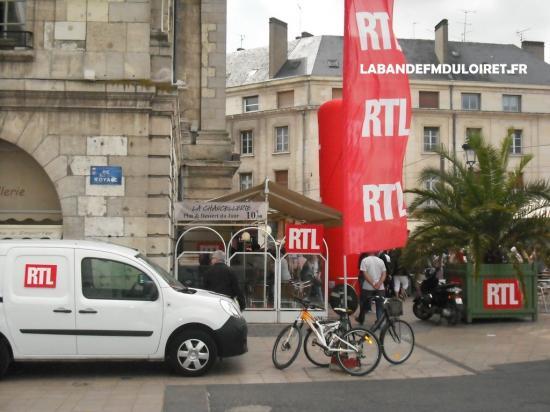 Orléans et la place du Martroi aux couleurs de RTL