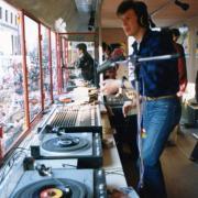 La manifestation de février 1985. l'animateur Chapouteau dans le camion-studio