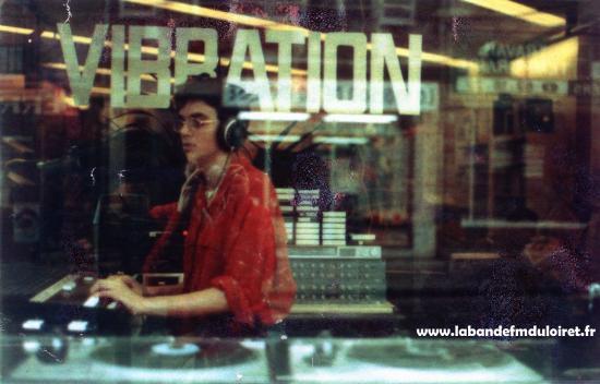 1985.l'animateur Oscar lors d'une émission en extérieur.