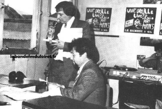 Monsieur le Maire dans le studio,dans les combles de la mairie