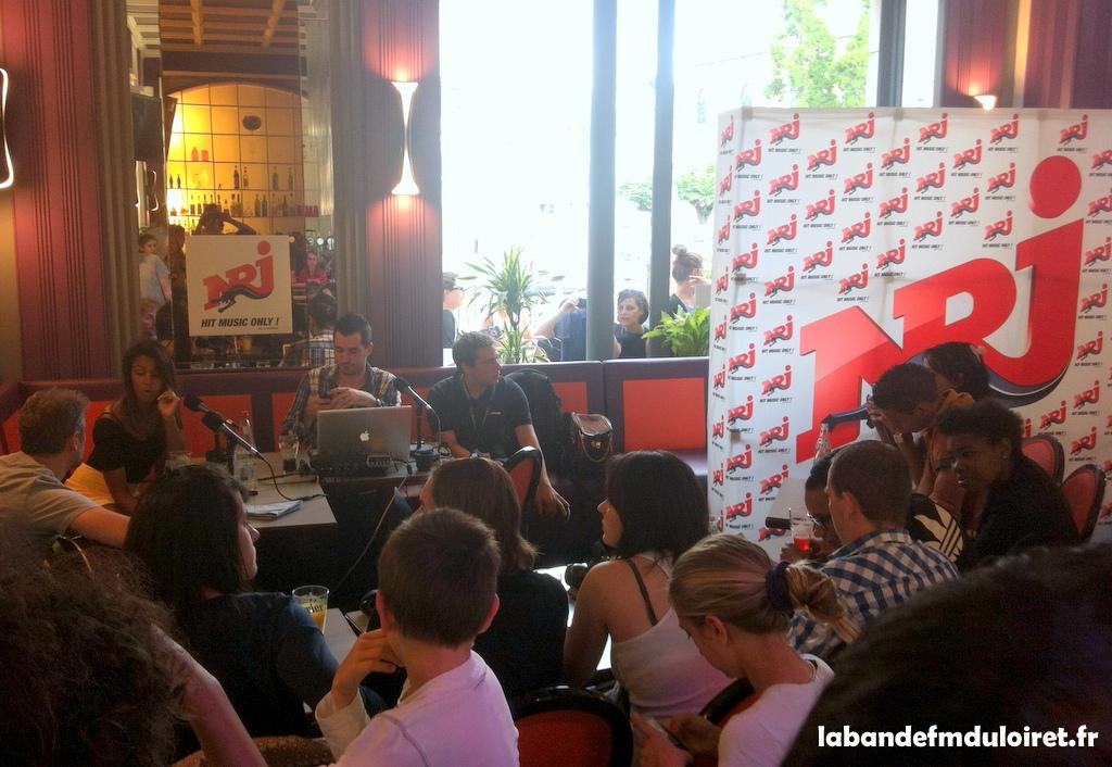 émission en direct depuis un bar place du Martroi, le 9 juillet 2012