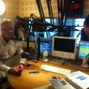 le studio (coté journaliste et invités)
