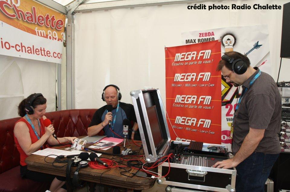 Emission commune en extérieur avec Méga FM (ici fin juin 2012 )