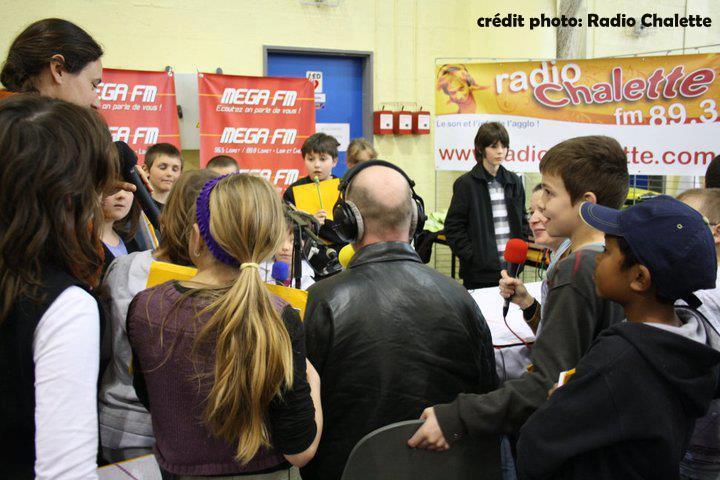 Emission commune en extérieur avec Radio Chalette (ici mars 2012 )